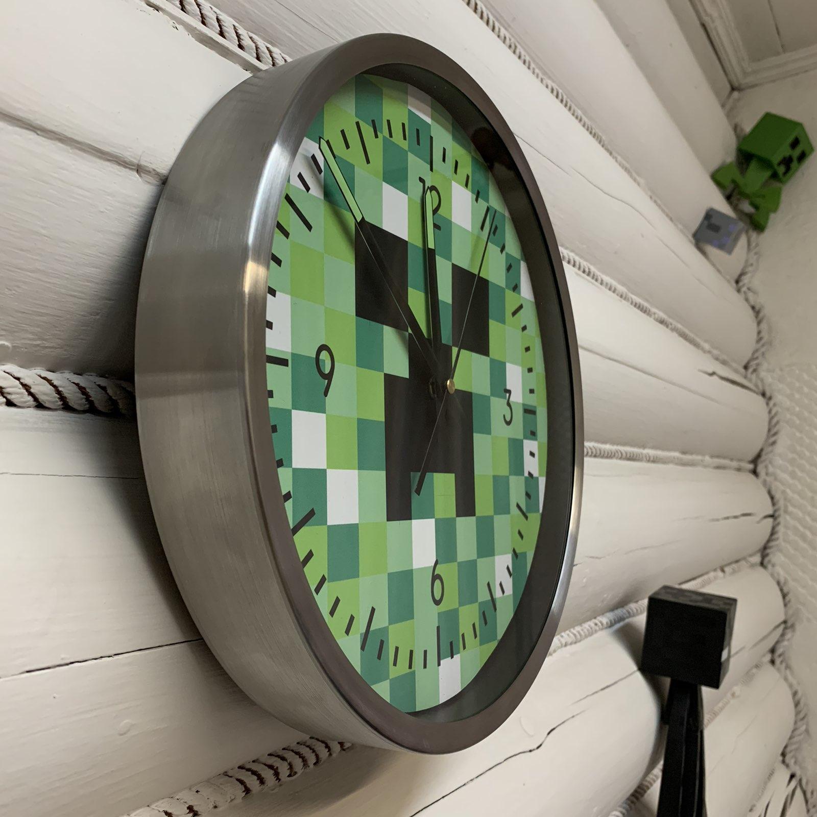 Часы майнкрафт Крипер в интерьере